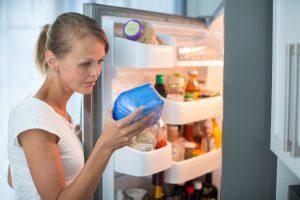 mengkonsumsi makanan beku frozen food